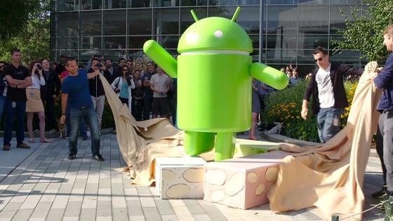 Android-Figur vor der Google-Zentrale in den USA: Seit Montag gibt es das neue Betriebssystem Android 7.0 mit dem Namen Nougat.