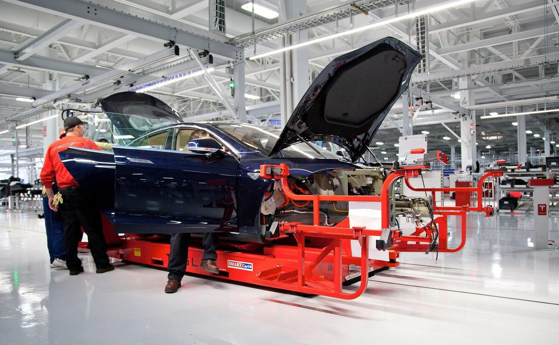 Tesla-Produktion in den USA: Die neuen Batterien sollen künftig in der Gigafactory in der Wüste Nevadas hergestellt werden.