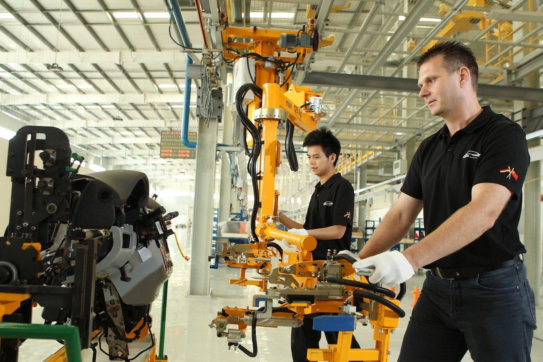 Der Denza 400 wird gemeinsam mit dem chinesischen Partner BYD produziert. Die Absatzzahlen sind bislang allerdings enttäuschend.