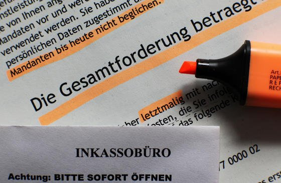 Kanzleien machen mit automatisierten Abmahnung den großen Reibach. Schätzungen gehen von jährlich bis zu 200.000 Fällen in Deutschland aus. Die geforderten Beträge liegen zwischen 800 und 1500 €.