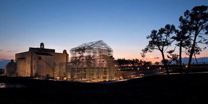 Wie 7 Tonnen Maschendraht eine zerstörte Basilika wieder sichtbar machen
