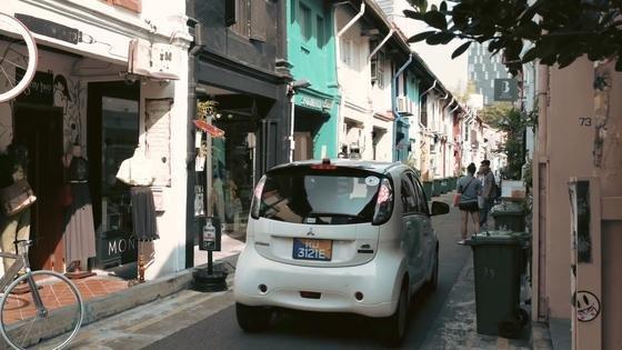In Singapur startet der erste Test mit einer Taxi-Flotte, die ihre Fahrgäste ohne Fahrer ans Ziel bringt. Selbst in den quirligen Gassen der Altstadt sollen sich die Autos zurecht finden.
