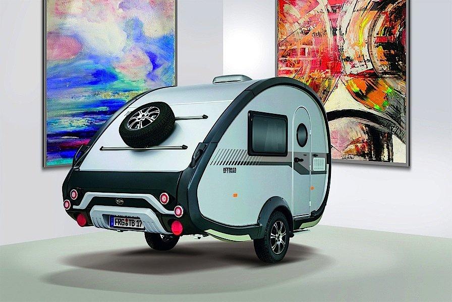 Hat Kultcharakter, der ausgesprochen leichte WohnwagenT@B 320 RS. Er lässt sich sogar von Kleinwagen wie einem Fiat 500 und VW Polo ziehen.
