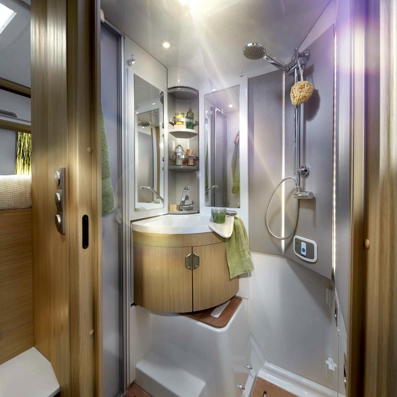 Im Bad des Smove lassen sich beispielsweise Toilette und Eckwaschbecken in die Wand schieben, sodass ein geräumiger Duschplatz entsteht.
