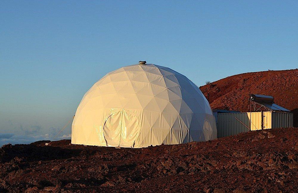 Die Raumstation, in der drei Frauen und drei Männer ein Jahr lang auf engstem Raum zusammen gelebt haben, stand in einer Lava-Landschaft auf Hawaii.
