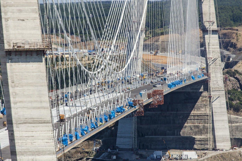 Arbeiten am Mittelstück der dritten Brücke über den Bosporus.
