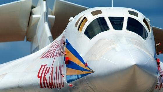 """Russland will seinen einstigen Vorzeigebomber Tu-160 technisch verbessert neu auflegen. Während er in der Nato unter """"Blackjack"""" firmiert, nennen ihn die Russen auch """"Weißer Schwan""""."""