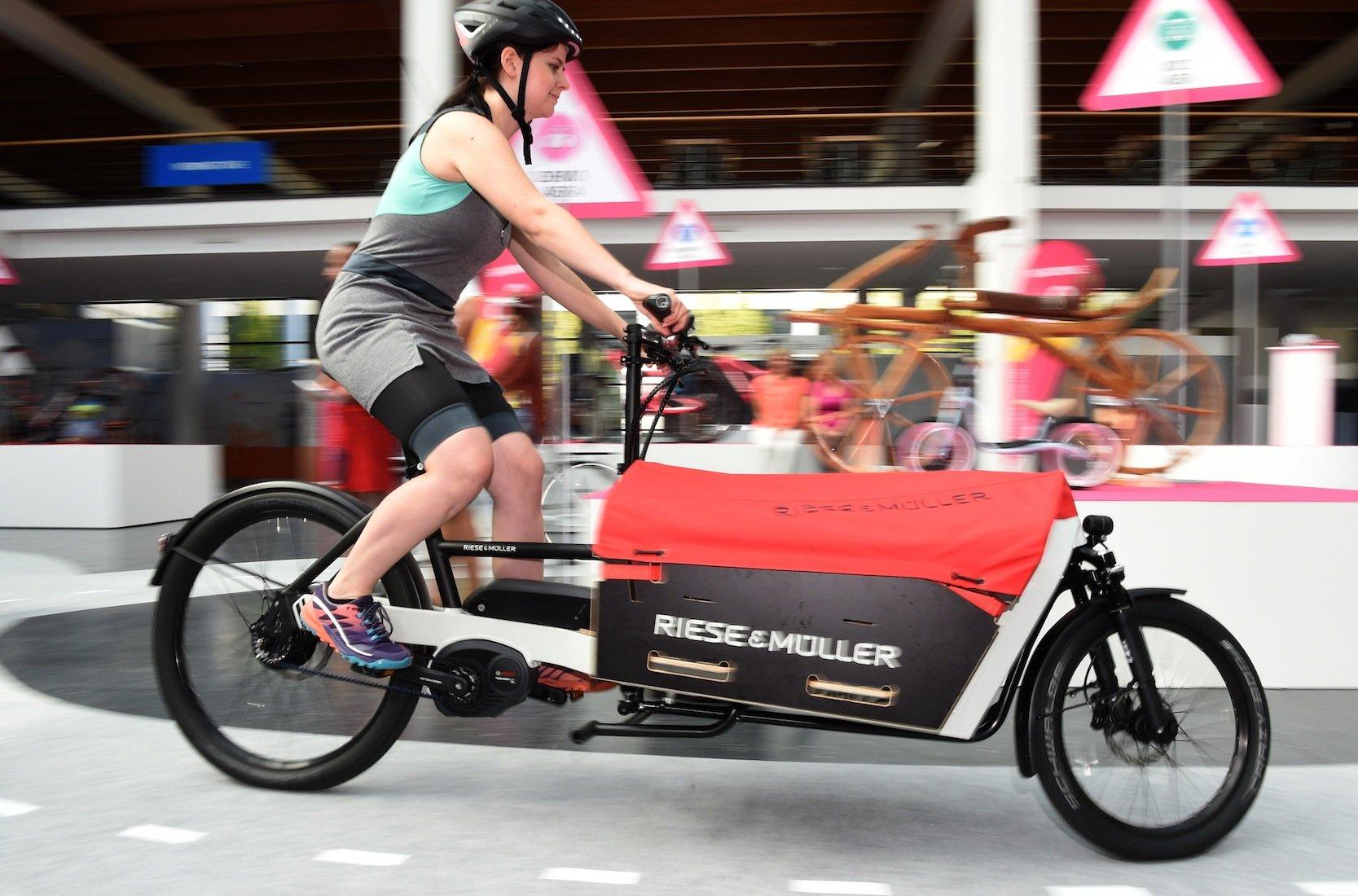 Mit diesem E-Lastenrad vonRiese & Müller lassen sich sogar Europaletten transportieren.