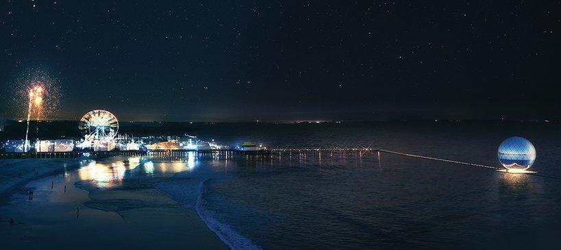 Clear Orb bei Nacht:Zur Kugel gelangt man vom berühmten Boardwalk am Santa Monica Pier aus über einen Weg, der langsam abfällt bis unter die Wasseroberfläche.
