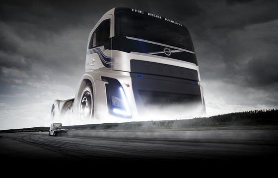 Kein Lkw zuvor ist 1.000 m so schnell gefahren wie der Volvo Iron Knight: Die Spitzengeschwindigkeit lag bei 276 km/h.