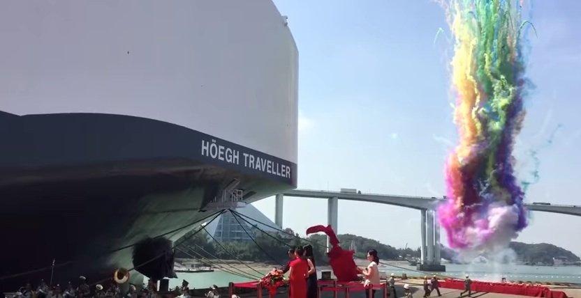 Die Höegh Traveller vor einer Woche bei ihrer Taufe. Mit ihr befinden sich nun fünf Autotransporter der New-Horizon-Klasse auf den Weltmeeren. Entworfen hat sie das finnische Schiffbauingenieurbüro Deltamarin im Auftrag der chinesischen BauwerftXiamen Shipbuilding Industry.