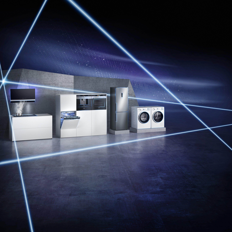 Siemens auf der IFA: Mit vernetzten Dunstabzügen und Kochfeldern schließt der Hersteller letzte Lücken im digitalen Hausgeräte-Sortiment. Waschmaschinen sollen zukünftig auf Knopfdruck Waschpulver bestellen.