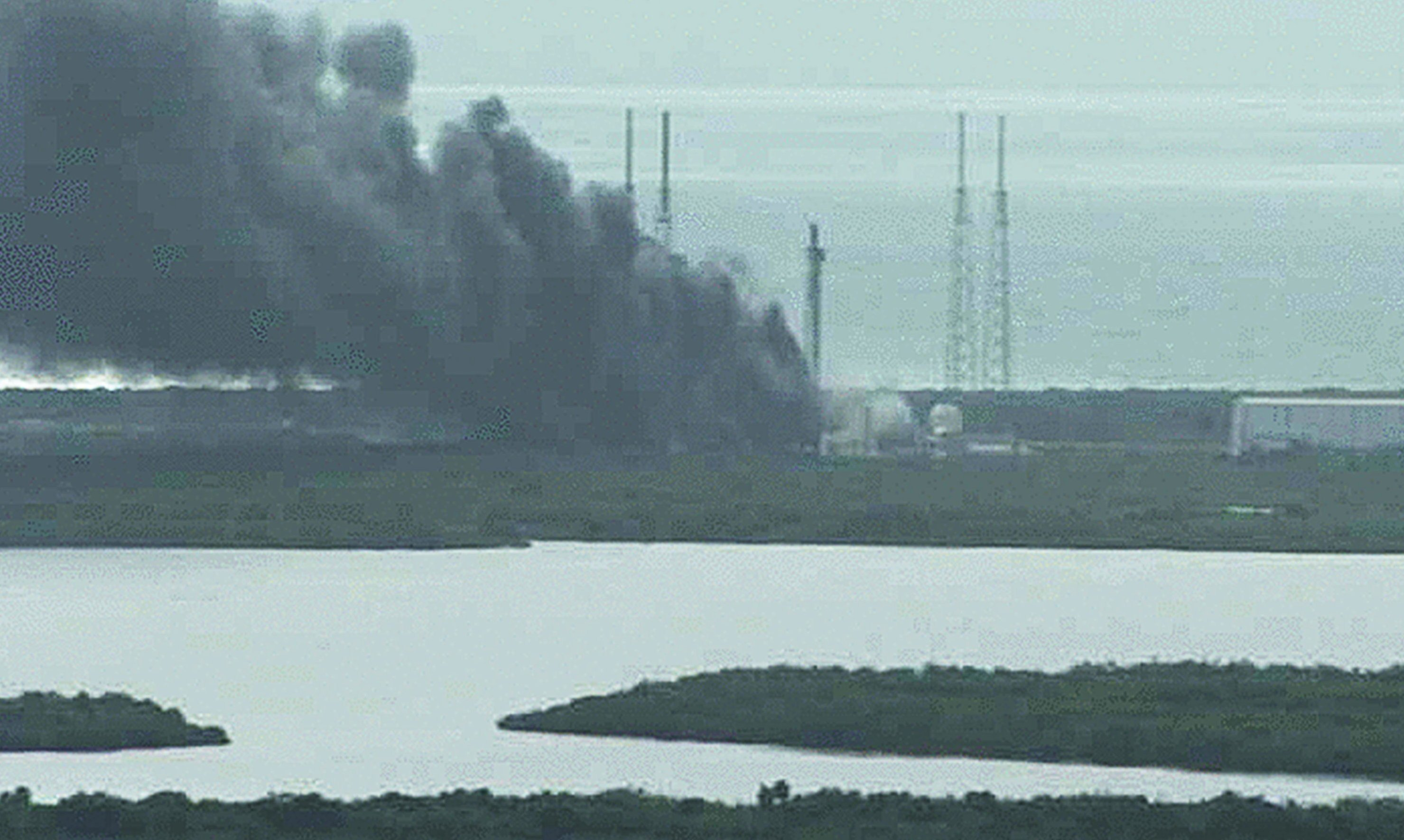 Gewaltige Rauchwolken auf dem US-Raumfahrtbahnhof Cape Canaveral: Die SpaceX-Rakete explodierte am Boden. Verletzt wurde niemand.
