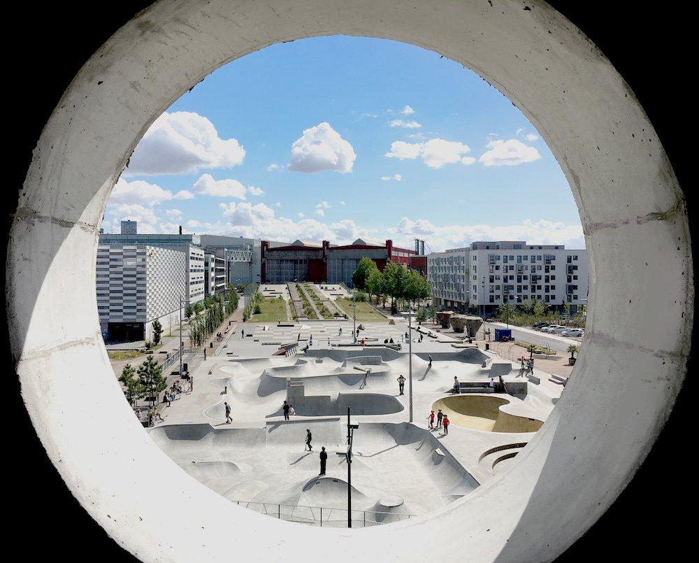 Blick aus einem – natürlich runden – Fenster im Cykelhuset Ohboy.