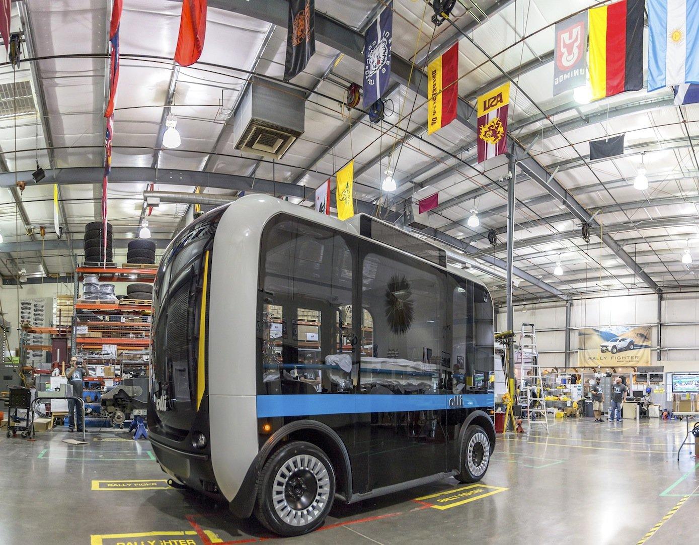 Gefertigt wird der Kleinbus derzeit bei Local Motors in Phoenix in den USA. 2017 startet die Produktion in Berlin. Im ersten Jahr werden allerdings nur 50 Busse hergestellt.