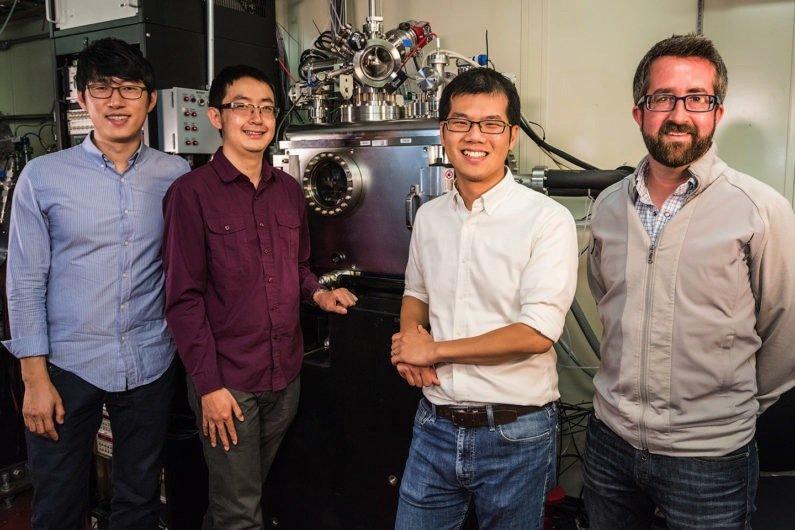 Im Hintergrund ist derElektronenbeschleuniger des Lawrence Berkeley National Laboratory zu sehen, mit dem das Forscher-Team erfoglreich geheimnisvolle Vorgänge im Innern von Batterien erkunden konnten.