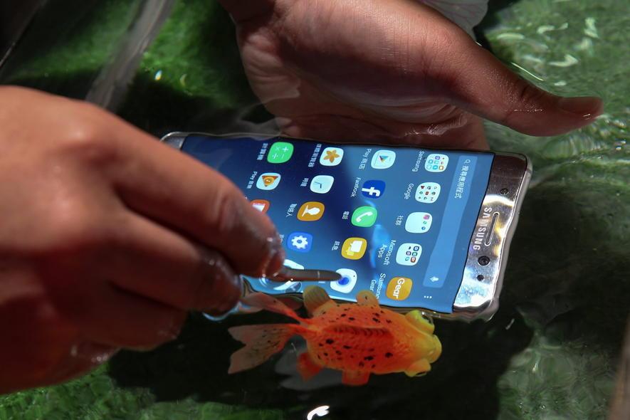 Beim Laden des Akkus kann das Galaxy Note 7 in Brand geraten. Samsung startete deswegen einen Rückruf.