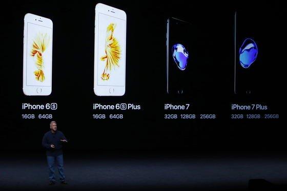 Apples Senior Vice President Phil Schiller erklärte das neue iPhone 7. Es hat keine Buchse mehr für Kopfhörer, dafür aber eine wesentlich bessere Kamera.