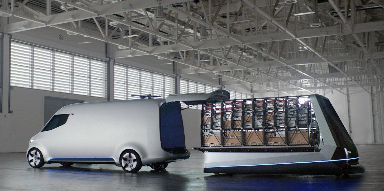Besonders interessant ist die Ladetechnik: Pakete und Warensendungen werden schon im Logistikzentrum in ein Regalsystem verladen, das dann komplett in den Transporter geschoben wird. Das verkürzt die Ladezeit auf fünf Minuten.
