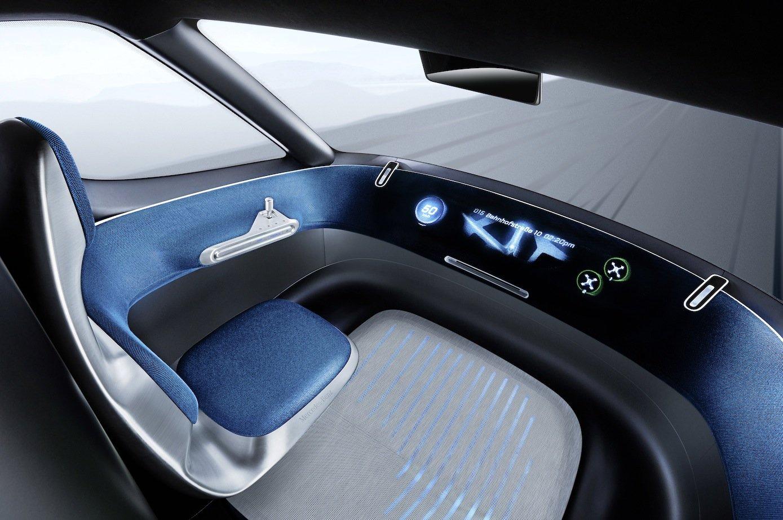 Gesteuert wird der Transporter mit einem Joystick. Im Cockpit kann der Fahrer zudem seine Route und alle Waren im Blick behalten.