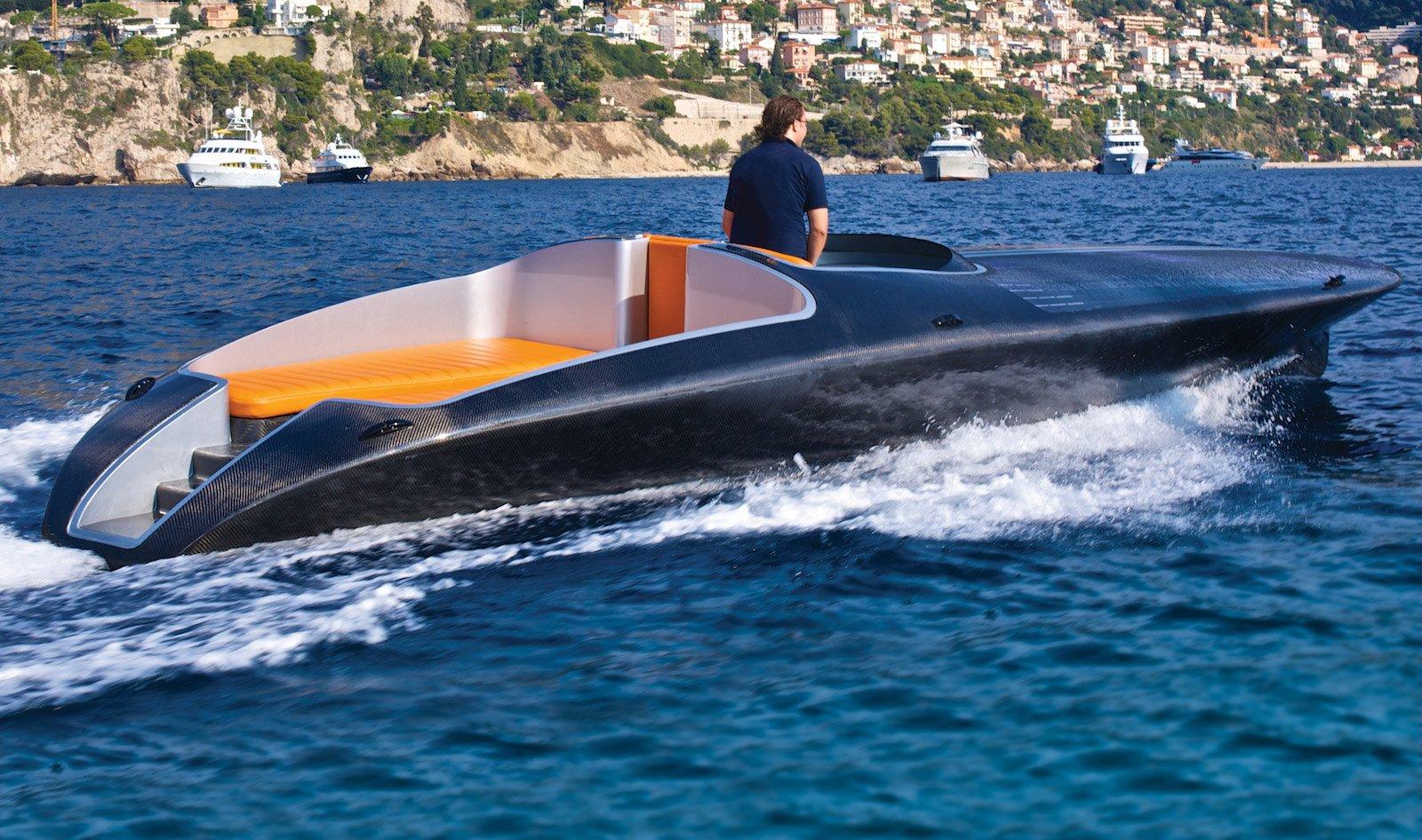 Soelyachtshat auch ein Solar-Schnellboot mit 30 Knoten Spitze anzubieten.