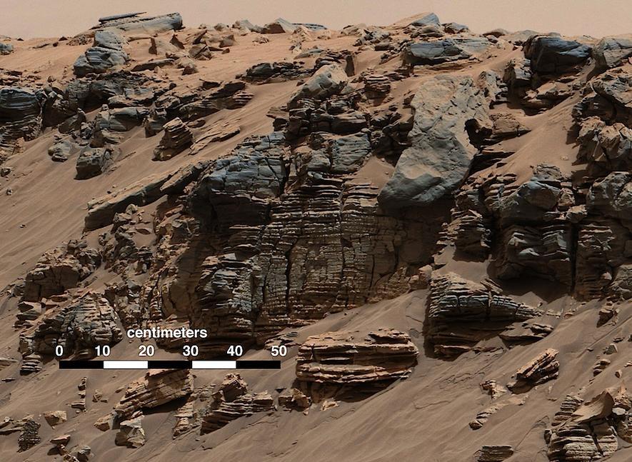 Am Hang des Mount Shapes hat Marsrover Curiosity Sedimente gefunden – für die Wissenschaftler ein Zeichen, dass es dort lange Zeit Seen gegeben hat.