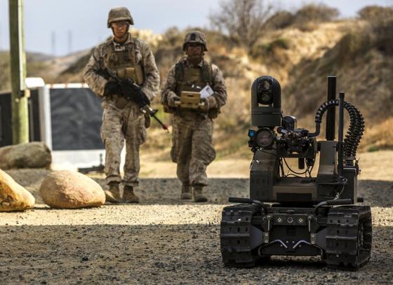 Die US Marines haben in den USA den Kampfroboter Maars des britischen Rüstungsunternehmen Qinetiq erprobt. Besonders im Irak und Syrien häufen sich die Berichte über den Einsatz von Kampfrobotern.