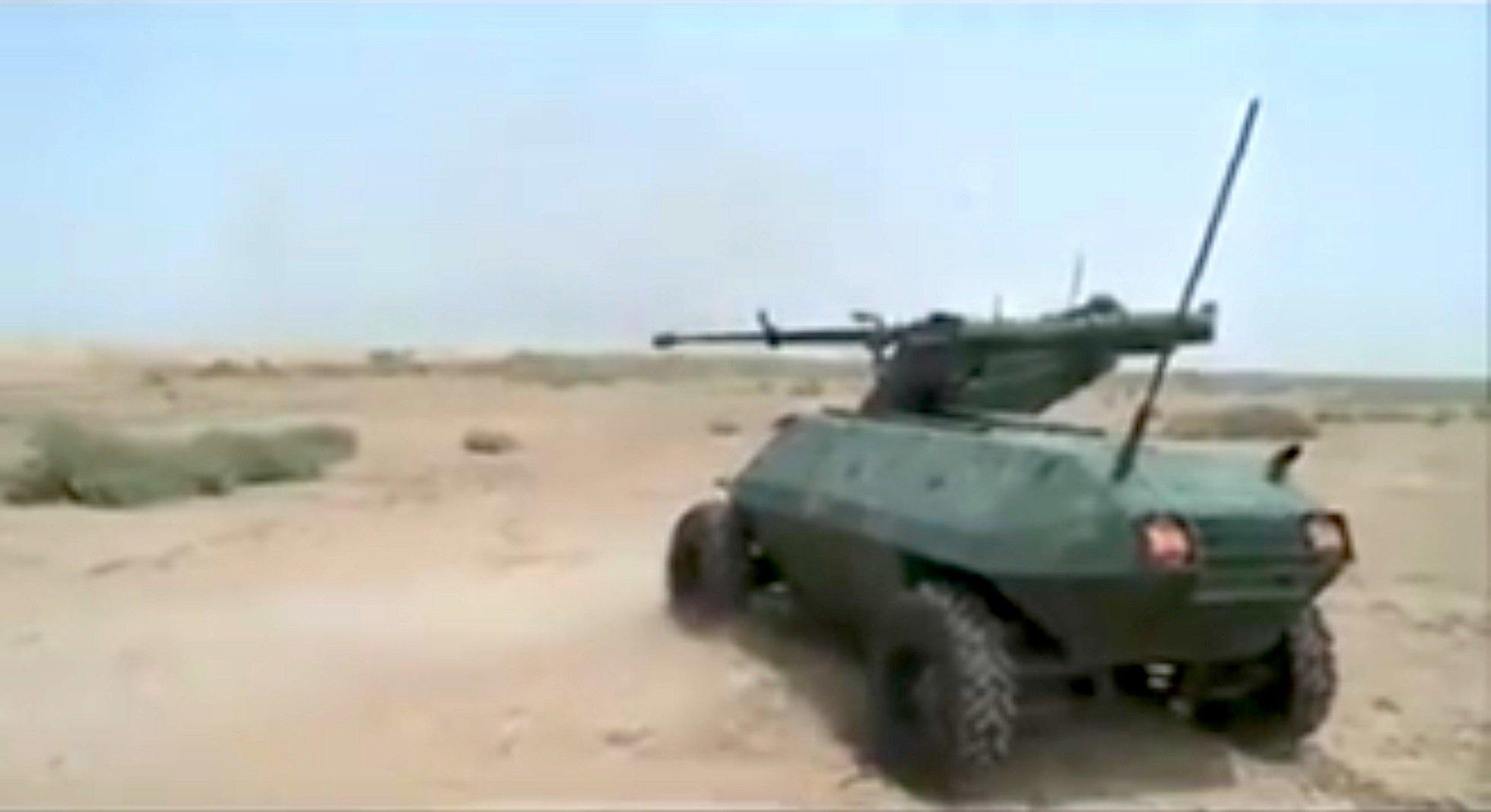 Auch die irakische Armee soll einen Kampfroboter entwickelt haben. Er ähnelt einem Panzer und ist mit Maschinengewehren bewaffnet.