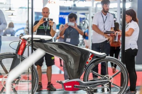 Auch optisch ein Hingucker: Das Visionbike von Brose auf der Eurobike 2016 – ein E-Bike mit elektrischem Komfort zur Bedienung von Sattel und Lenker.