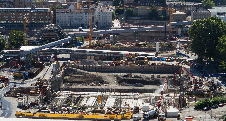 Die Baustelle des Tiefbahnhofs Stuttgart 21 sorgt auch oberirdisch für erhebliche Auswirkungen und Belastungen.