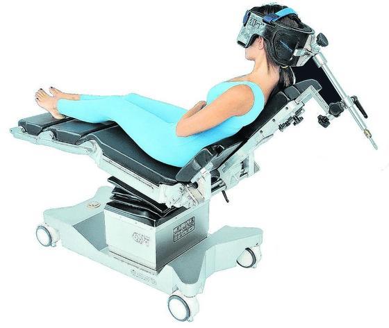 Was Ärzte bei ihrer Arbeit unterstützt, wird von Business Angels aktuell gerne finanziert. Im Bild: ein mobiler OP-Tisch.