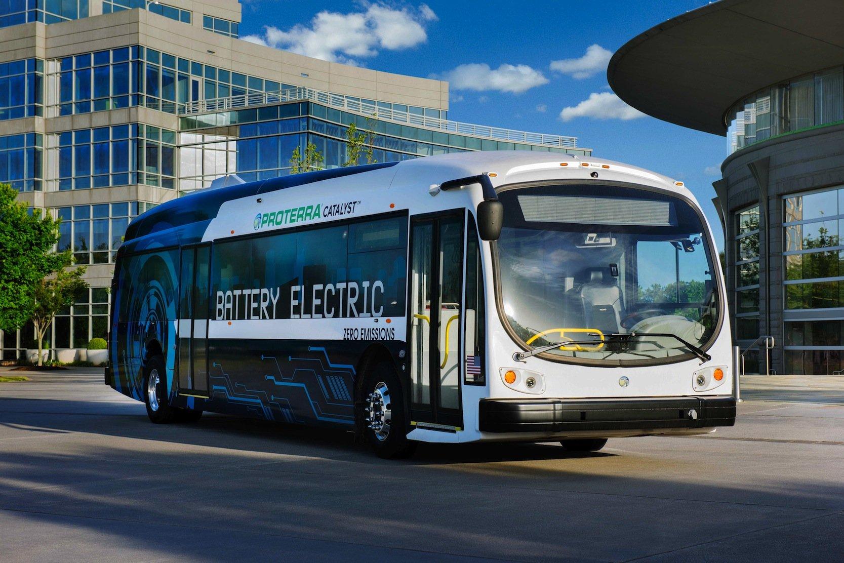 Das Start-up Proterra will den Elektrobus Catalyst im nächsten Jahr von 800.000 Dollar auf den Markt bringen. Trotzdem soll der Bus wegen der geringeren Betriebskosten günstiger sein als ein Dieselfahrzeug.