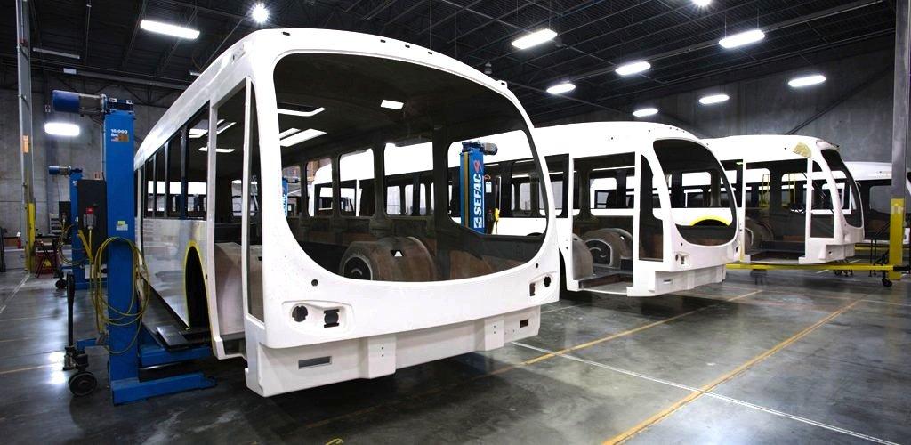 Die Karosserie des Catalyst ist aus Verbundstoffen gefertigt, um Gewicht zu sparen.