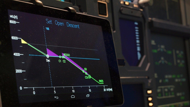 Das Display des getesteten Assistenzsystems zeigt dem Piloten Vorschläge für eine optimale Landung an.