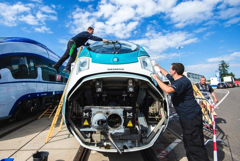 Gerade auf der InnoTrans 2016 eingetroffen: Der neue Velaro Türkei von Siemens.