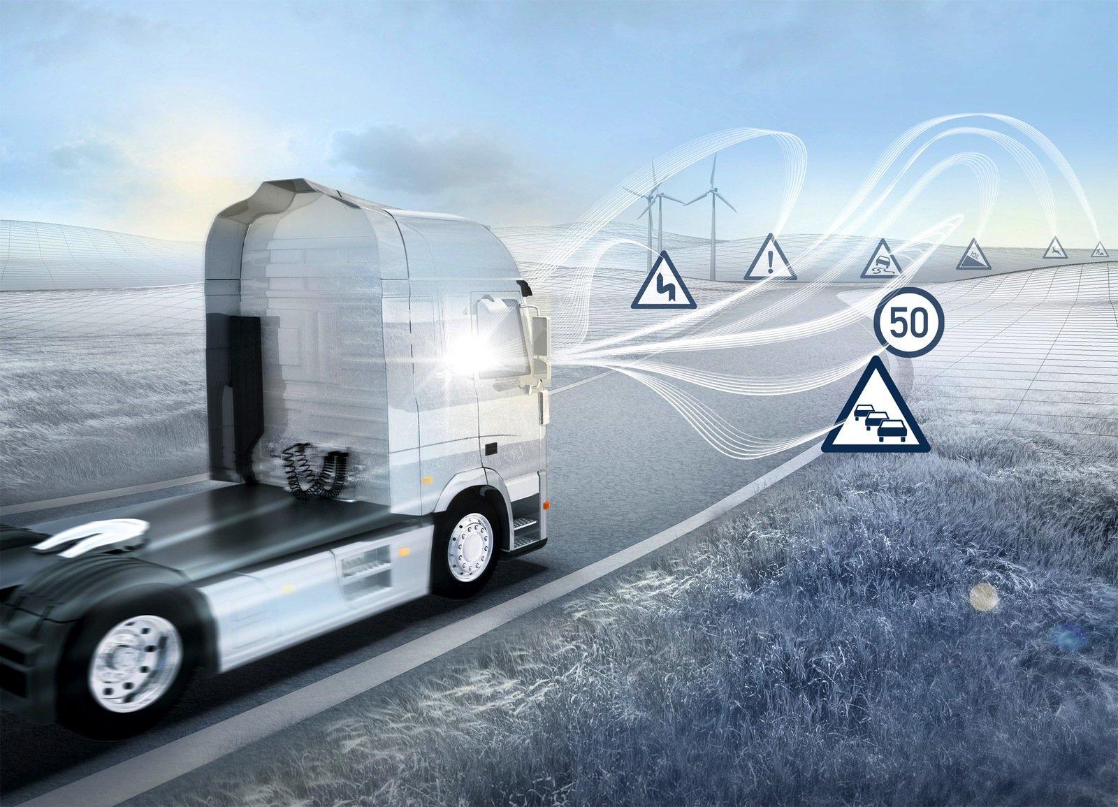 Je nach Verkehr und Straßenverhältnissen soll der VisionX mit dem passenden Antrieb fahren, mit dem Dieselmotor oder elektrisch.