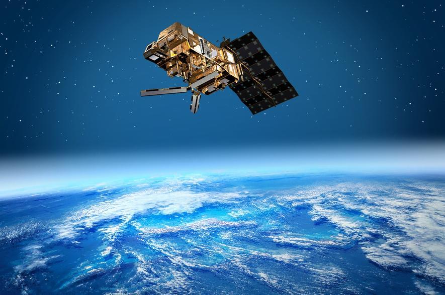 Die erste Generation der MetOp-Satelliten kreist derzeit in erdnaher polarer Umlaufbahn in 820 Kilometern Höhe. Geostationäre Satelliten sind hingegen rund 35.000 Kilometer von der Erdoberfläche entfernt.