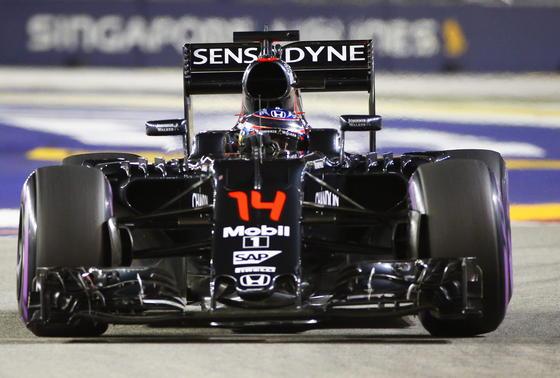 Fernando Alonso im McLaren Honda beim Training für das Rennen in Singapur am vergangenen Wochenende: Apple soll Interesse haben, McLaren zu übernehmen.
