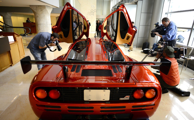 McLaren von 1998 bei einer Versteigerung bei Sotheby's in New York: Längst hat sich McLaren zu einem Technologiekonzern entwickelt und arbeitet beispielsweise in der Medizintechnik mit der Universität Oxford zusammen.