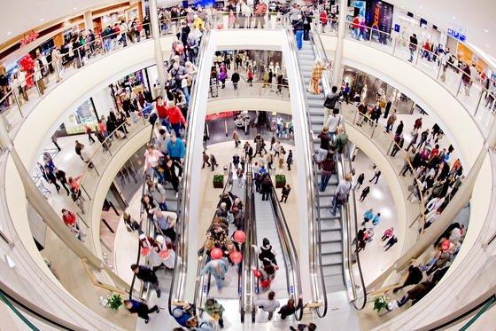 Einkaufszentrum im Hochbetrieb: Über Bewegungsdaten der Smartphones können Händler herausfinden, wann bestimmte Zielgruppen shoppen gehen.