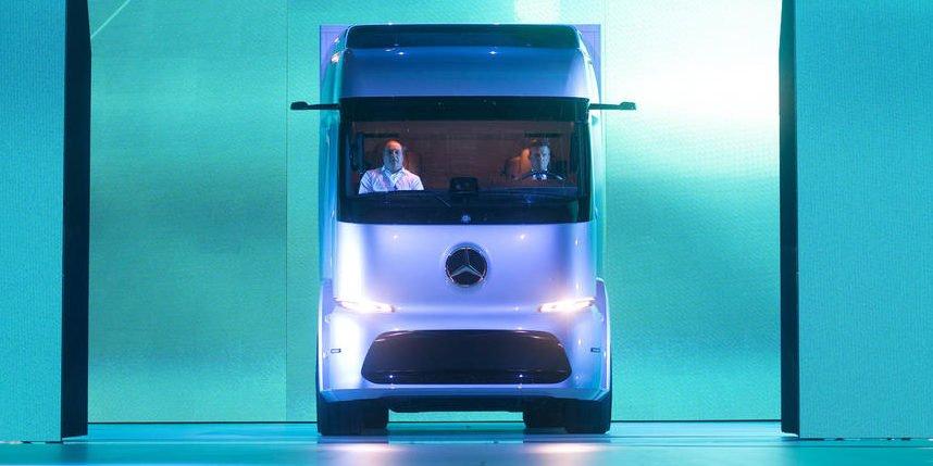 Pst! Mercedes-Benz präsentiert elektrischen Stadt-Truck
