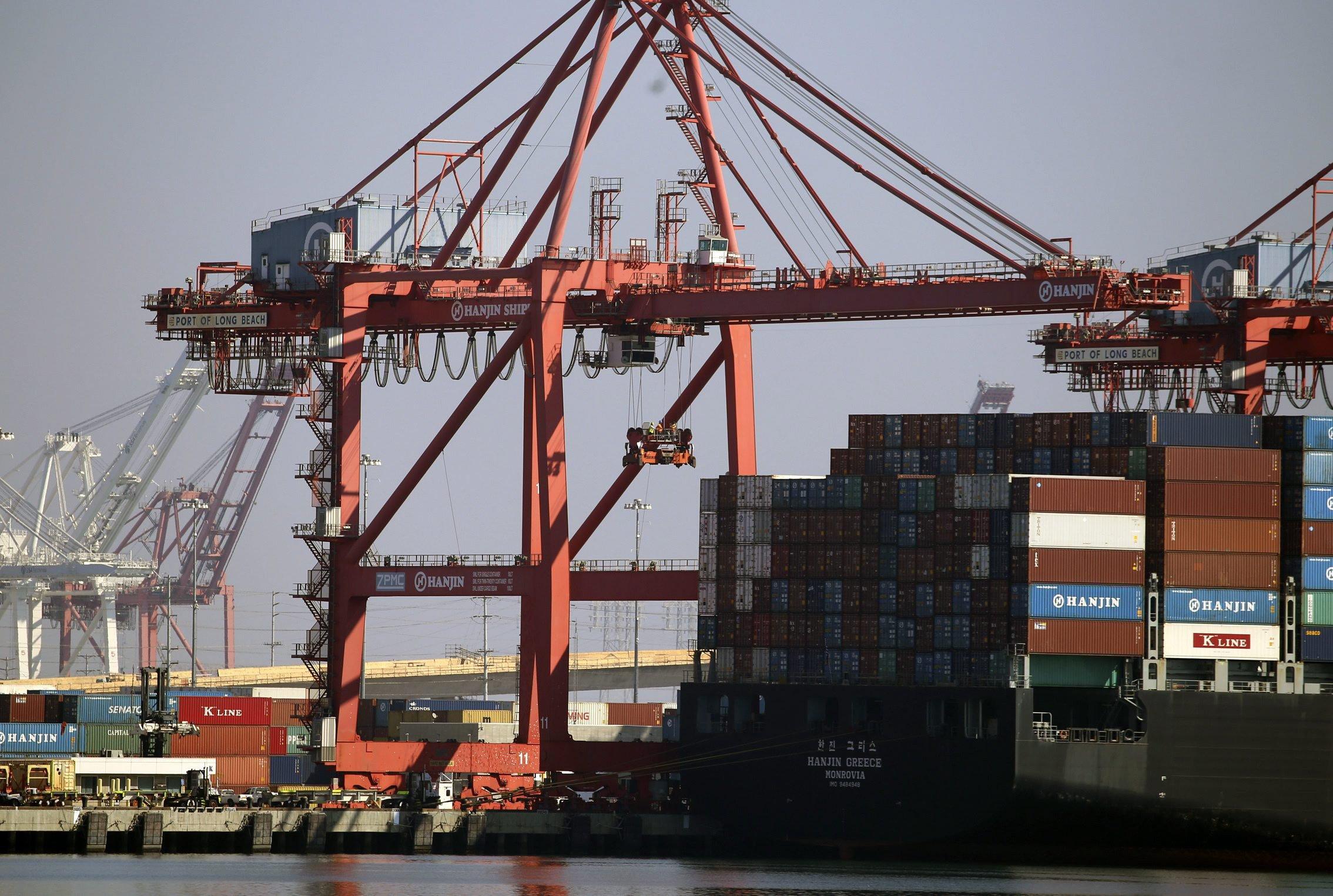 Frachtcontainer der insolventen koreanischen Reederei Hanjin im Hafen von Long Beach in Kalifornien:Rund 500.000 Container mit Waren hängen derzeit weltweit fest.