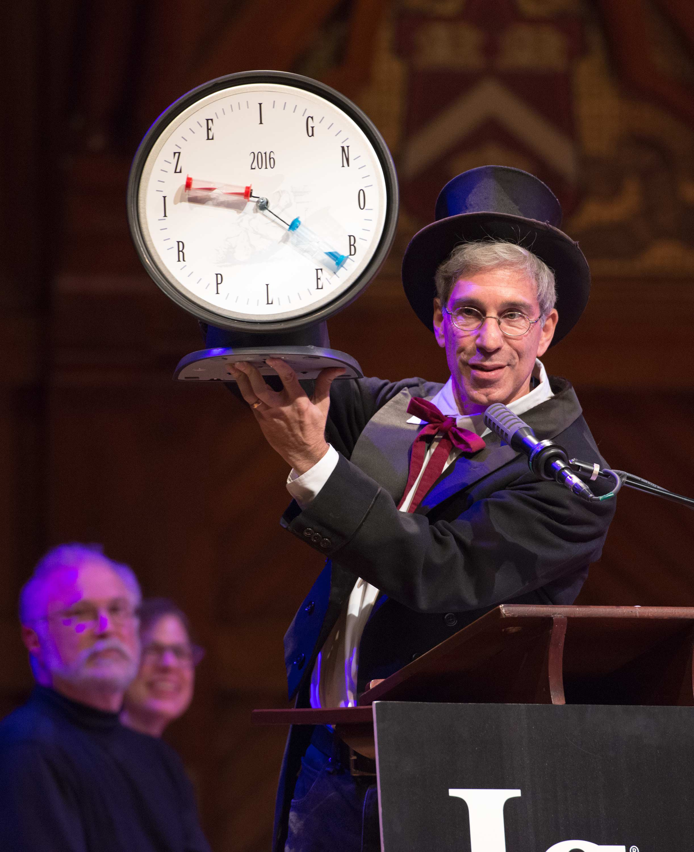 Zermonienmeister Marc Abrahams moderierte die skurrile Preisverleihung.