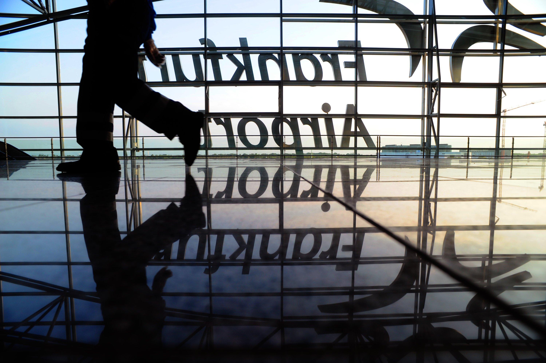 Inkognito am Frankfurter Flughafen: Den elektronischen Spion hat man hier schon 2004