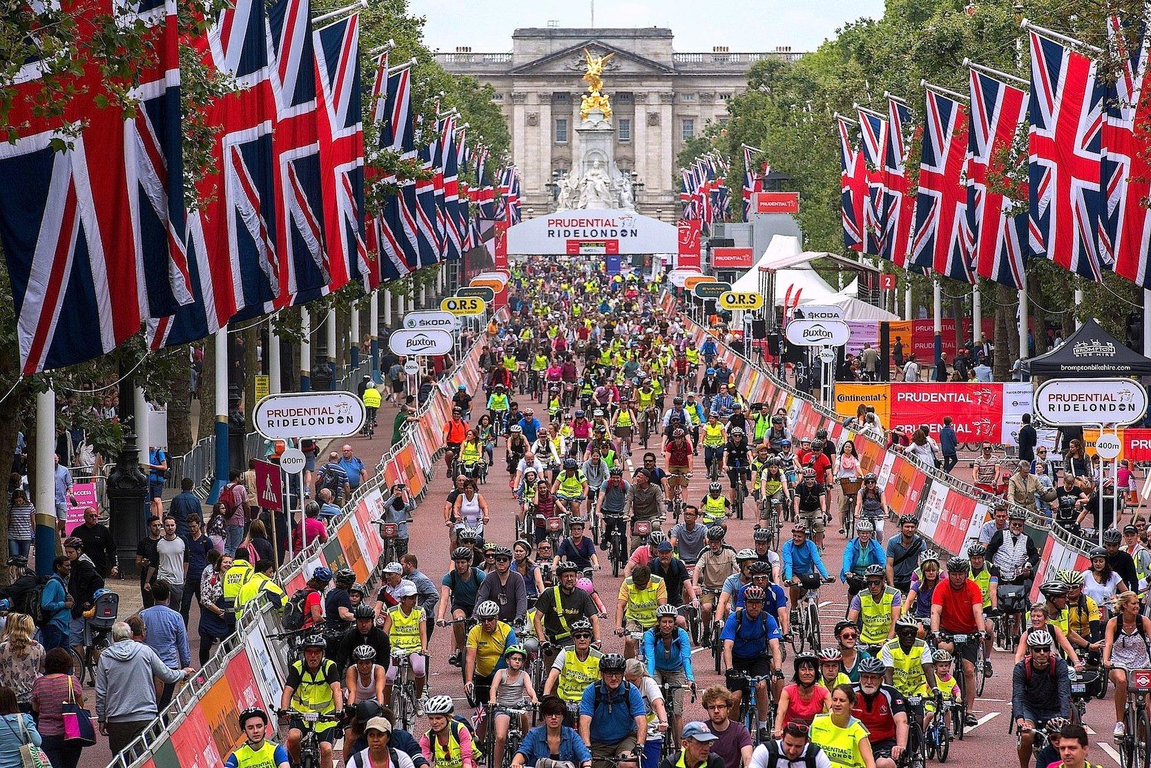 Start zum Prudential Ride in London: Rund 100.000 Radfahrer sind an drei Tagen in der Londoner Innenstadt unterwegs. Irgendwo in der Menge waren auch die Continental-Ingenieure mit ihrem Shoe Bike unterwegs.