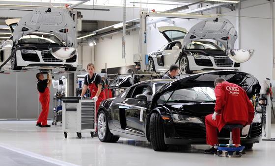 Leichtbau ist ein großes Thema in der Autoindustrie. Forscher aus Hannover haben jetzt ein Verfahren gefunden, mit denen sich Hybridrohre aus Stahl und Alu umformen lassen. Der Einsatz soller Rohre trägt zur Gewichtsreduzierung bei.