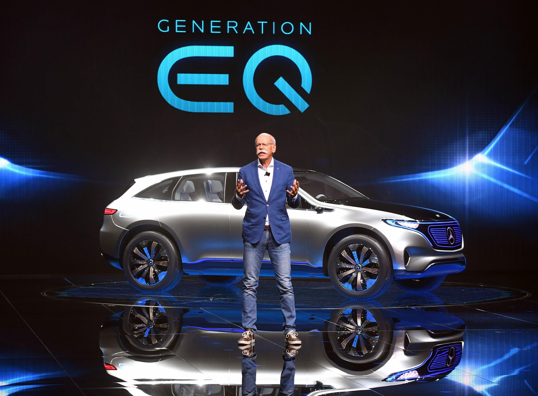 Daimler-Chef Dieter Zetsche hat in Paris die Produktmarke EQ für Elektroautos vorgestellt.