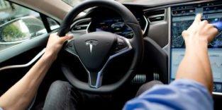 Tesla mit eingeschaltetem Autopilot auf deutscher Autobahn verunglückt