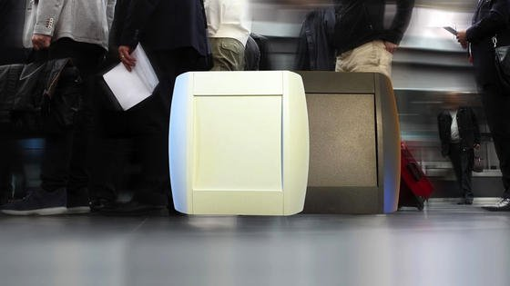 Bluetooth-Sensoren im Flughafen: Durch diese Technik lassen sich Passagierströme und Wartezeiten erfassen. Gleichzeitig können dadurch Fluggäste zu weniger ausgelasteten Gate geführt werden.