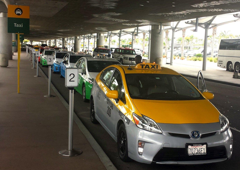 Der Flughafen San Diego misst über Bluetooth die Wartezeiten am Taxistand, um den Flotteneinsatz zu optimieren.